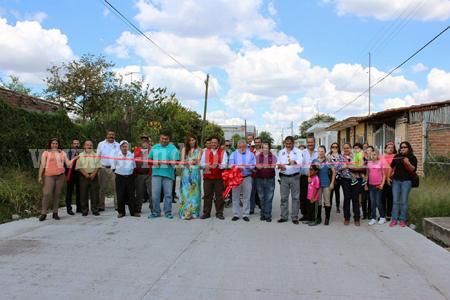 Venustiano Carranza entrega obras a vecinos de vecinos de El Fortín