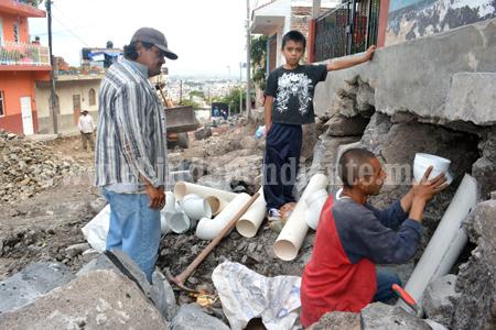 En la calle Luis Amezcua avanzan trabajos de pavimentación