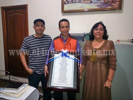 Recibe Toño Salas reconocimiento ciudadano
