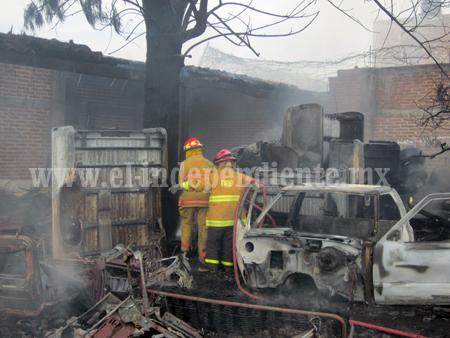 Despierta controversia colecta de bomberos
