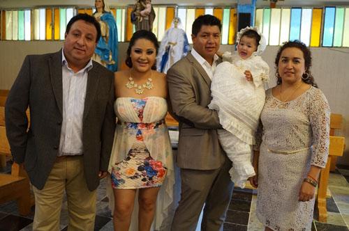 Ximena recibe su primer sacramento