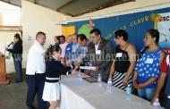Entregan reconocimientos a alumnos reyenses