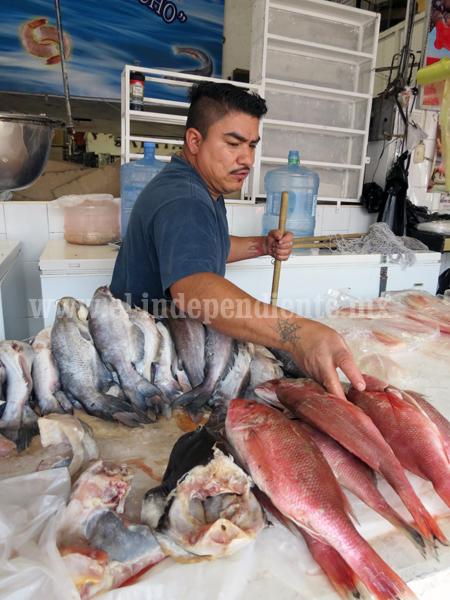 A la mitad reducen empleo en sector de venta de mariscos