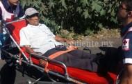 Chocan moto contra bici, sus tripulantes resultan heridos