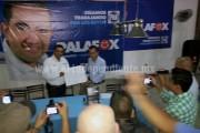 Palafox firma ante notario compromisos por Los Reyes