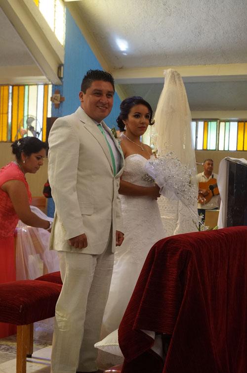 Unen sus vidas en matrimonio