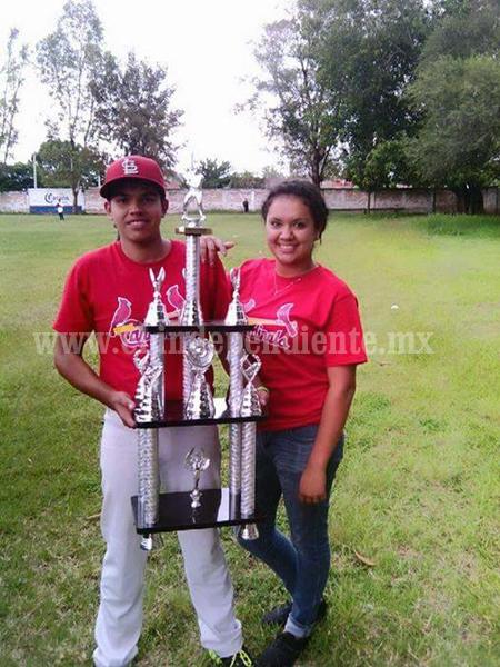 Ario se coronó en el béisbol regional