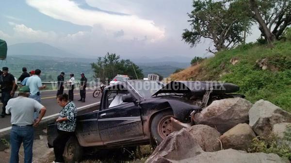 Se accidenta matrimonio en Chavinda;  el hombre muere y la mujer queda herida