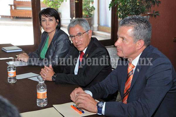 Se pronuncia Gobernador a favor de examen de oposición de notarios