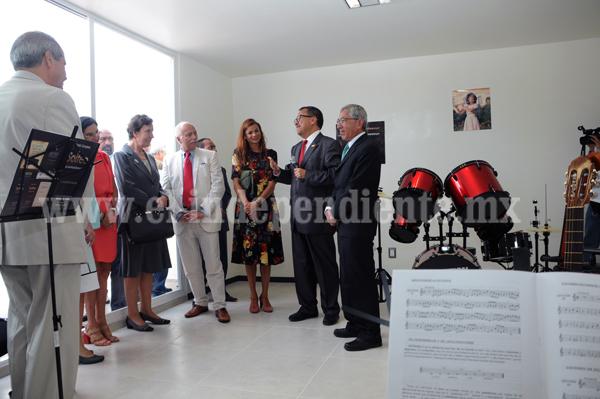 GOBERNADOR INAUGURA LA CASA DEL ADOLESCENTE; RECONCILIARÁ A LOS JÓVENES CON SU PORVENIR, DICE EMBAJADORA DE FRANCIA