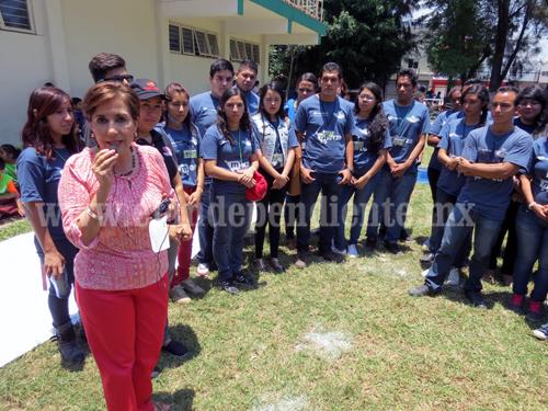 Diputada Kena Méndez recompensó a estudiantes por labor social