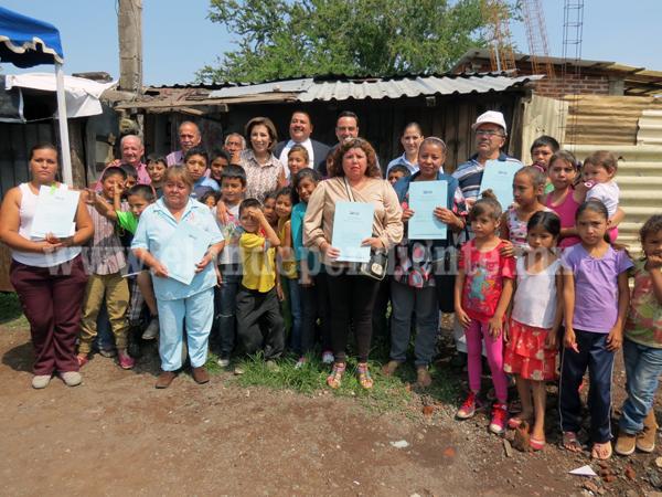 Familias de la colonia Revolución contarán con escrituras después de 30 años