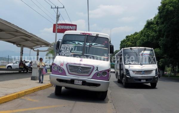 Urbanos y taxis saturan las calles de ciudades Michoacanas