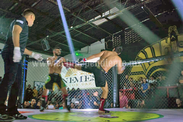 Combate de artes marciales mixtas en jaula fue todo un éxito en Zamora