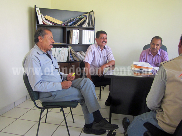 Reclama funcionario de la SEE pago de cuatro meses de sueldo atrasado
