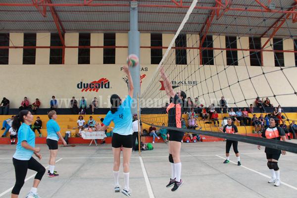 Actividad intensa en el Torneo de Voleibol de Madres de Familia