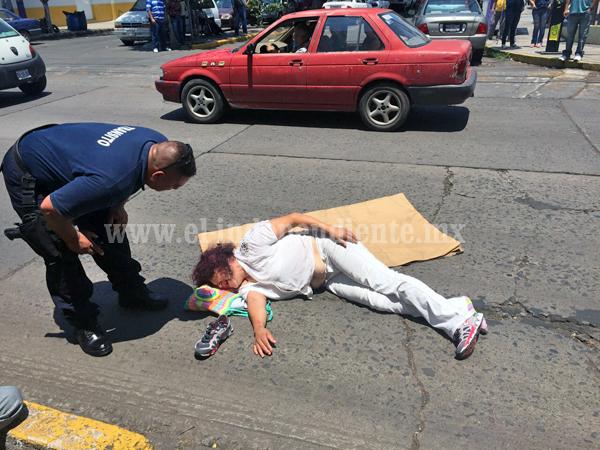 Derechohabiente queda herida  al ser embestida por una moto