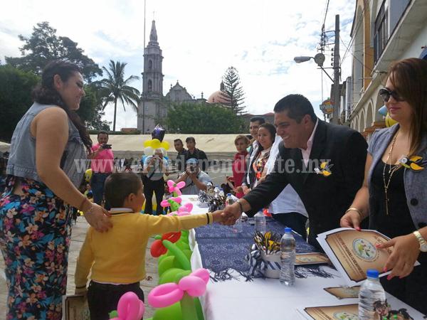 Continúan las graduaciones en Los Reyes