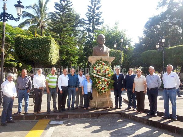 El presidente municipal Jorge Sandoval  encabezó la Guardia  de Honor del CXLIII aniversario luctuoso deBenito Juárez García