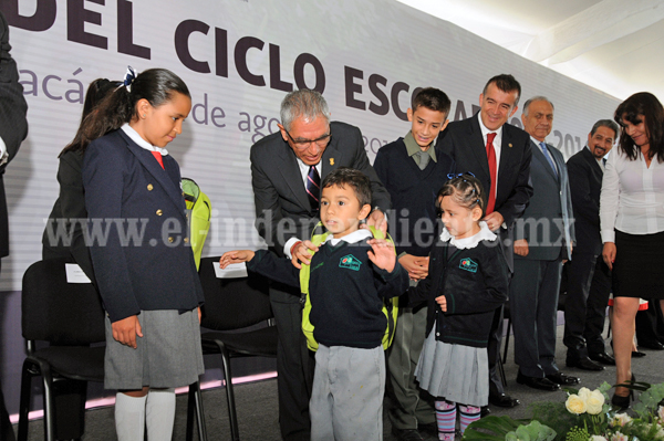 EL GOBERNADOR SALVADOR JARA GUERRERO OFICIALIZÓ EL INICIO DEL CICLO ESCOLAR 2015-2016