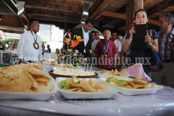 Uruapan se viste de fiesta, inauguran remodelación del mercado gastronómico