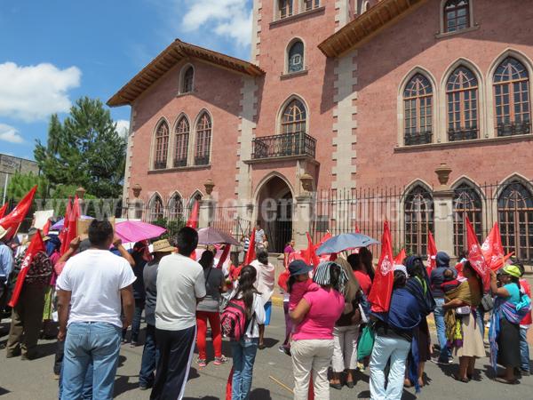 Vecinos de colonia Antorcha bloquearon calle Morelos-Madero