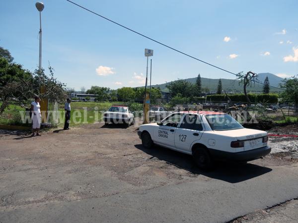 Taxistas pagan peaje de 12 pesos para dejar pasaje en la central camionera