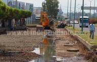 Trabajos de arreglo de calle frontal no contemplan arreglo de canal