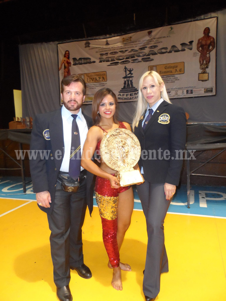 Karina Álvarez continúa preparación para el Clásico Mr. México 2015.