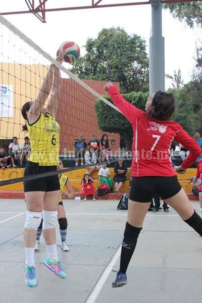 Grandes partidos en la liga femenil de voleibol de los viernes