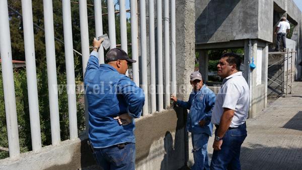 Remodelan fachada del Colegio de Bachilleres