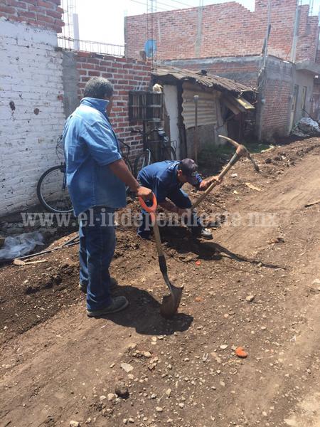 Iniciaron introducción de  agua potable en la calle Ferrocarril 2ª Sección