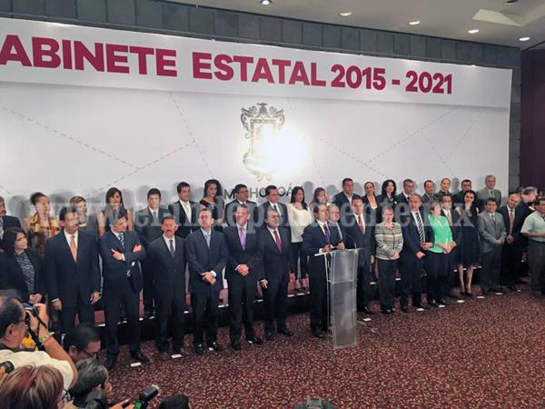 Presentó Silvano Aureoles a los integrantes de su gabinete