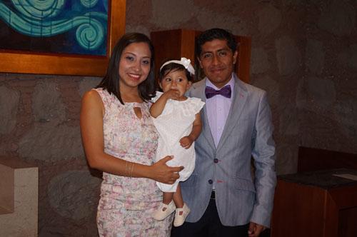 María Jamina recibe el bautizo