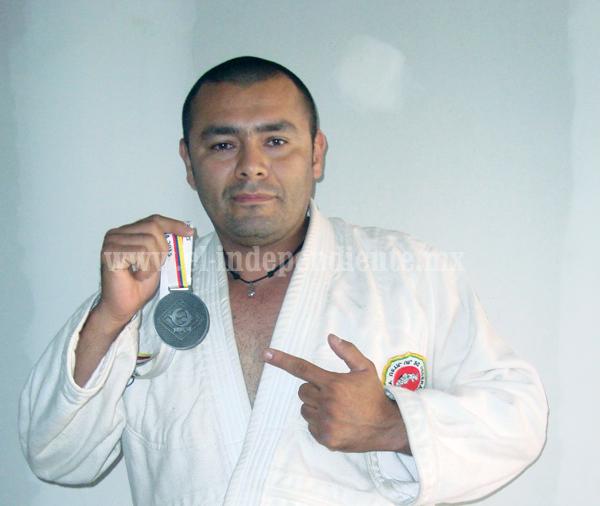 Ulises Tinoco Medalla de Plata en el Campeonato Panamericano de Jiu Jitsu 2015