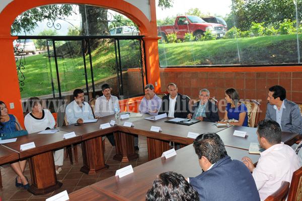 Salvador Jara convoca a que legisladores y alcaldes estrechen vínculos para realizar gestiones estratégicas de recursos