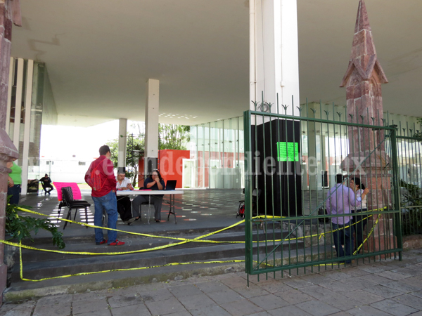 Trabajadores del CRAM cierran instalaciones por falta de su nómina