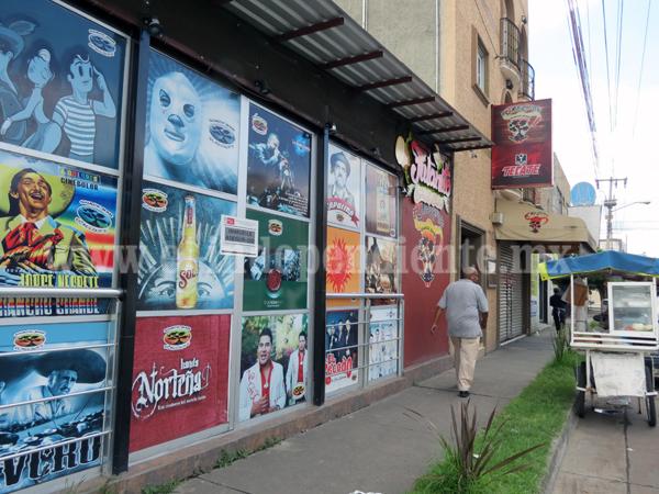 Multas arriba de 30 mil pesos y clausura a bares que ingresen menores de edad