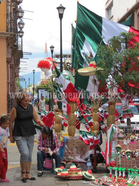 Vendedores de Banderas, una tradición que se resiste a desaparecer