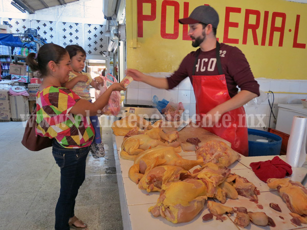 Aumentó 30 por ciento venta de pollo ante incremento en la carne