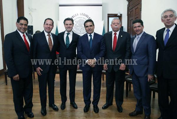 Acude Silvano Aureoles a Tercer Informe del Jefe de Gobierno del Distrito Federal