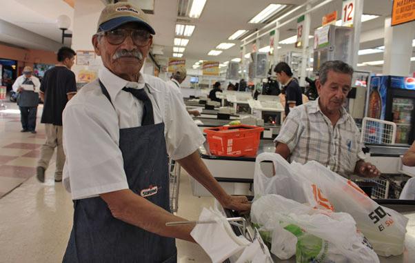 Buscarán oportunidades para incluir a adultos mayores en campo laboral