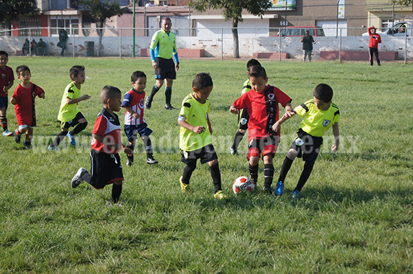 Empate a tres goles entre Deportivo El Carmen y Linces