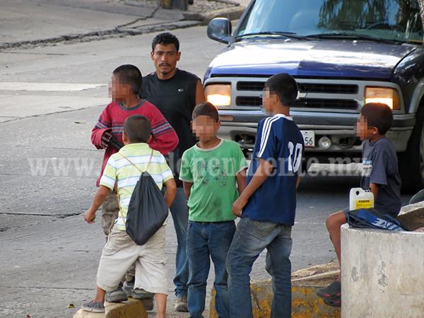 Niño son llevados a trabajar en las calles por sus propias familias