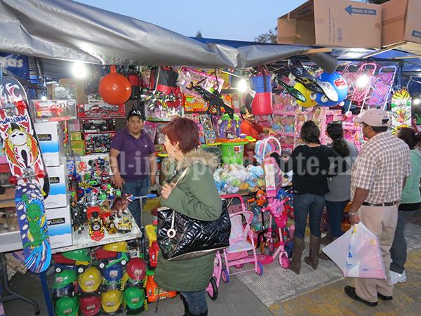 Comerciantes reculan y quieren el Tianguis del Juguete en la Gómez Morín
