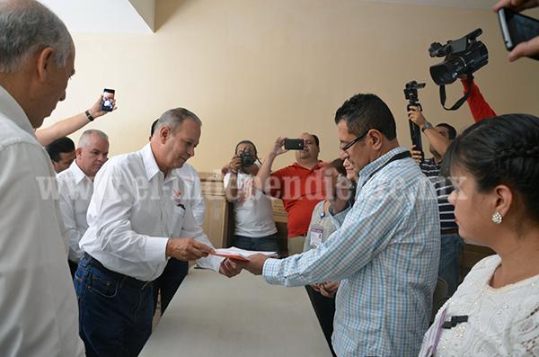 Presenta MC denuncia por entrega de tarjetas por parte de la coalición PRI/PT/PVEM