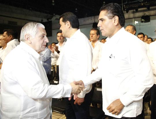 Acude Silvano Aureoles al Tercer Informe del Gobierno de Tabasco