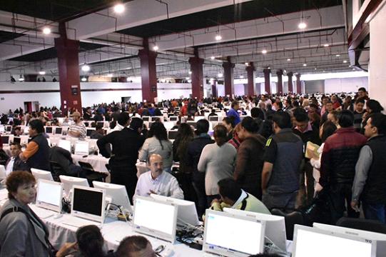 Miles de profesores aplican Examen de Evaluación Docente en Michoacán