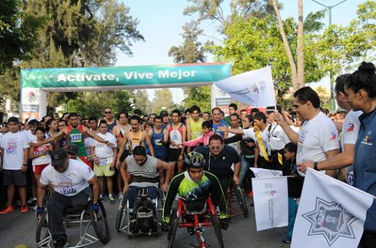 Gobernador Silvano Aureoles da banderazo de arranque a carrera atlética