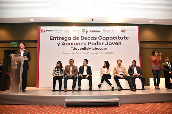 Llama Silvano Aureoles a los jóvenes a construir proyectos positivos para Michoacán